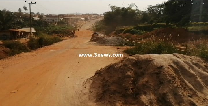 Wontumi hot as Atwima residents descend on him over 'shoddy' road project